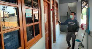 Cegah Covid-19, Santri Pondok Pesantren Mahasiswa Arroyyaan Baitul Hamdi Yogyakarta Lakukan Penyemprotan Disinfektan Berkala